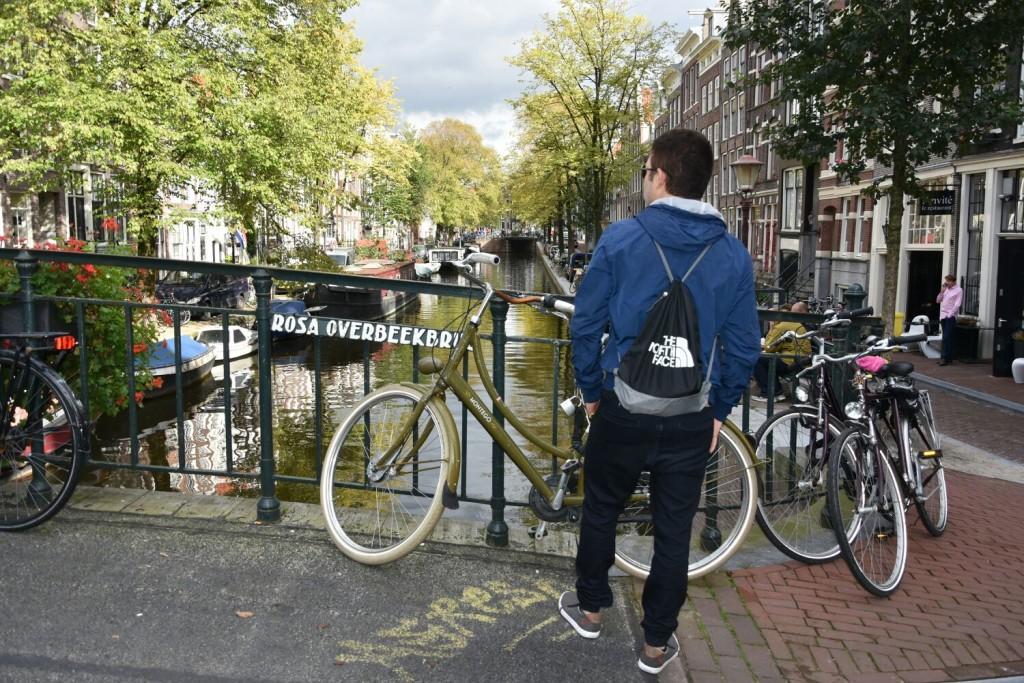 http://www.amsterdamtur.nl/wp-content/uploads/AmsterdamTur-Revista-azul-2018-2021-1.pdf